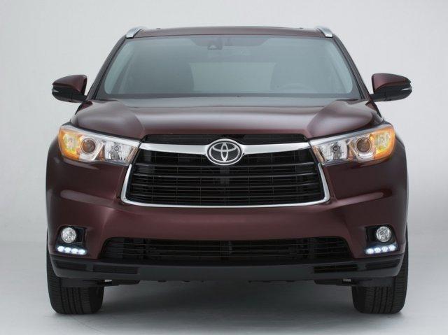 Toyota озвучила рублевую стоимость нового Highlander