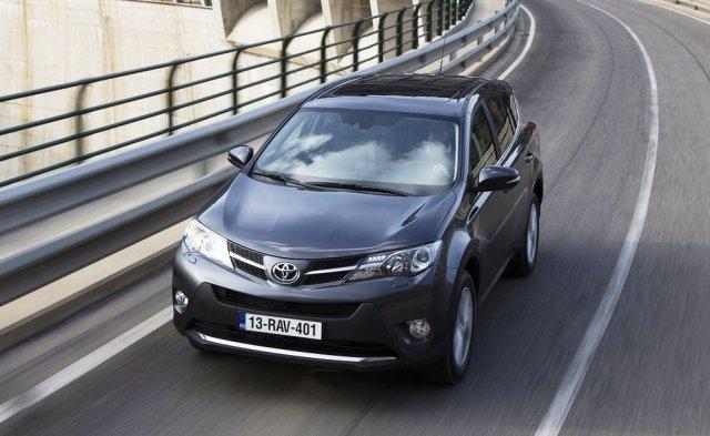 Toyota изменила комплектации RAV4 в России