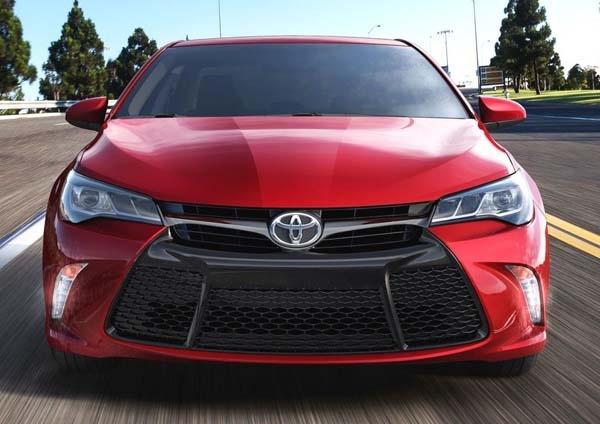 Компания Toyota выпустил гибридный вариант седана Camry