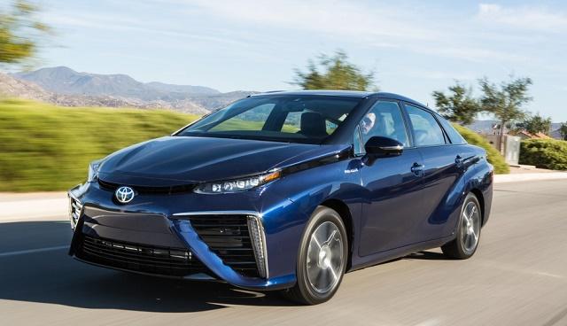 Toyota оформила 1500 заказов на Mirai