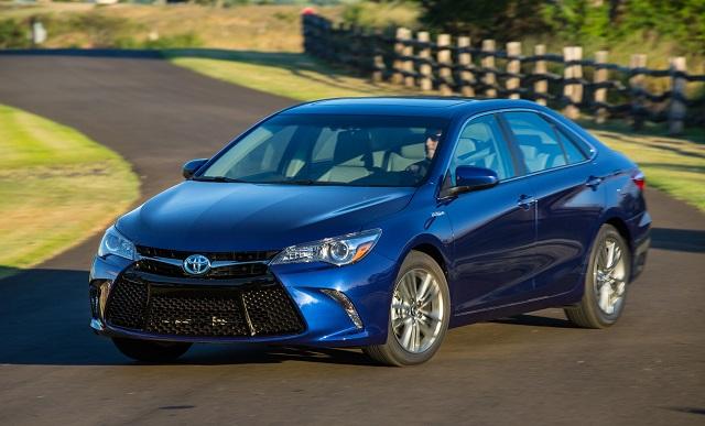 Toyota создала спецверсии Corolla и Camry