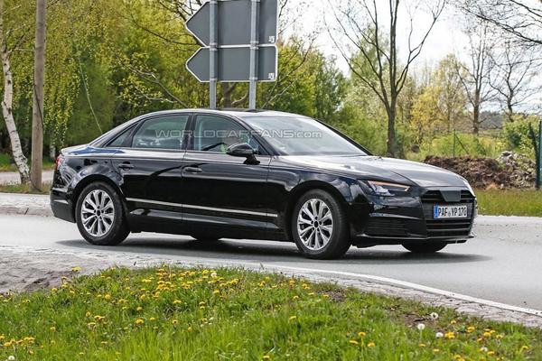 Новая Audi A4 впервые замечена без камуфляжа