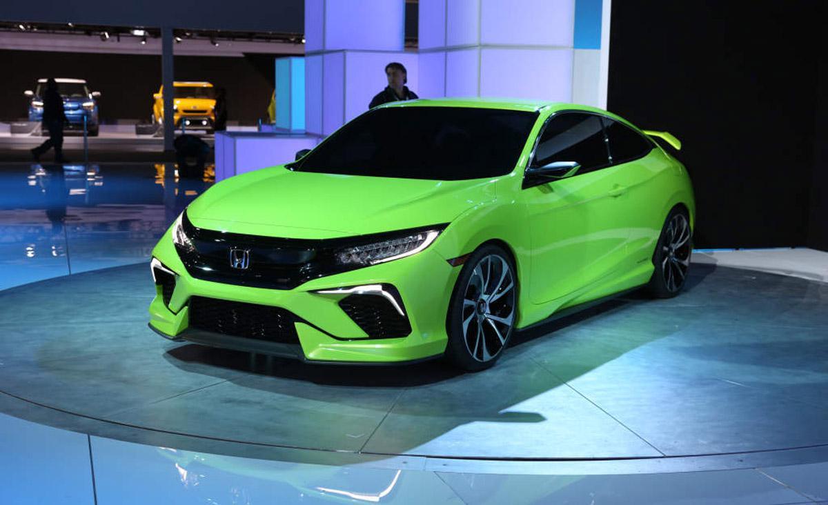 Фото Honda Civic Coupe 10-го поколения (вид сзади)