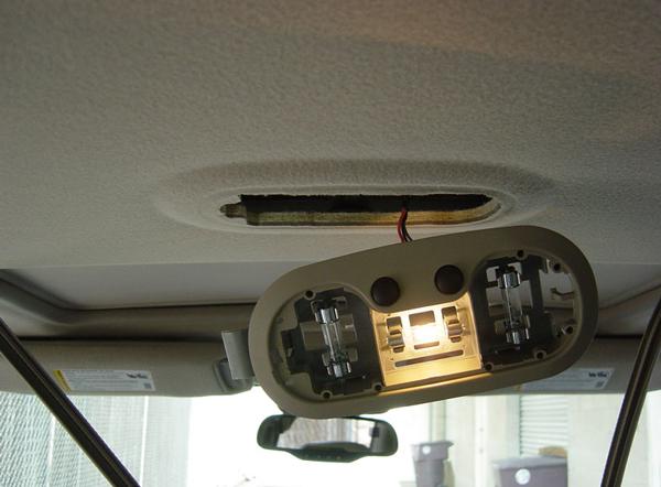 самостоятельная установка потолочного монитора в автомобиль потолочный монитор для автомобиля Что такое потолочный монитор для автомобиля. Как установить самому? potolochnyiy monitor dlya avtomobilya 5