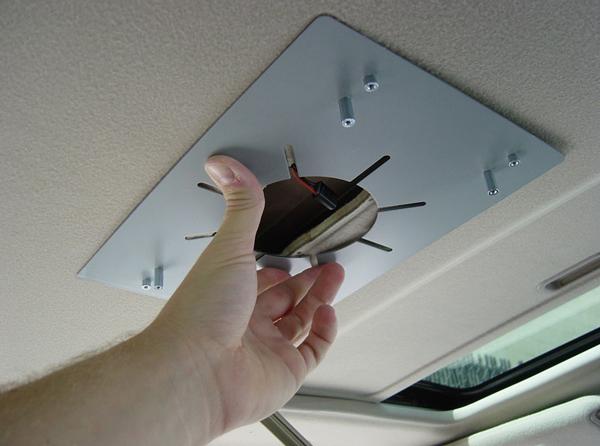 установка силовой рамки потолочного монитора потолочный монитор для автомобиля Что такое потолочный монитор для автомобиля. Как установить самому? potolochnyiy monitor dlya avtomobilya 7